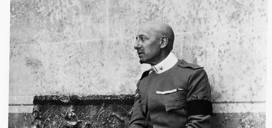 Un'immagine del poeta Gabriele D'Annunzio